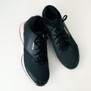 🆕️ $75 Reebok Sneakers   SZ | 9.5